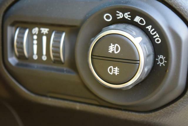 暗くなれば自動点灯のオートモード付ヘッドライト。