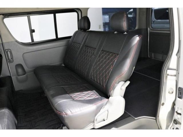 ゆったり座れる3人掛けシート!もちろんシートカバーは付いております!