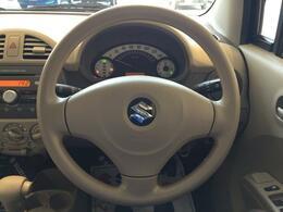 運転席・助手席にSRSエアバッグを標準装備、シートベルトの効果と合わせて衝撃を緩和します。