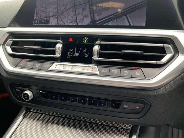 左右独立エアコン。運転席、助手席シートヒーター装備です。