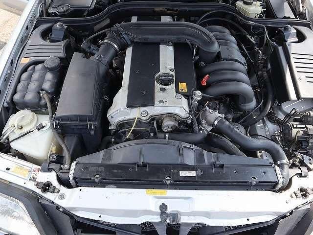 メルセデス最後の直列6気筒3200ccエンジン!これ以降はV6に替わります。低回転よりしっかりトルクがあり重厚感たっぷりに走ります!