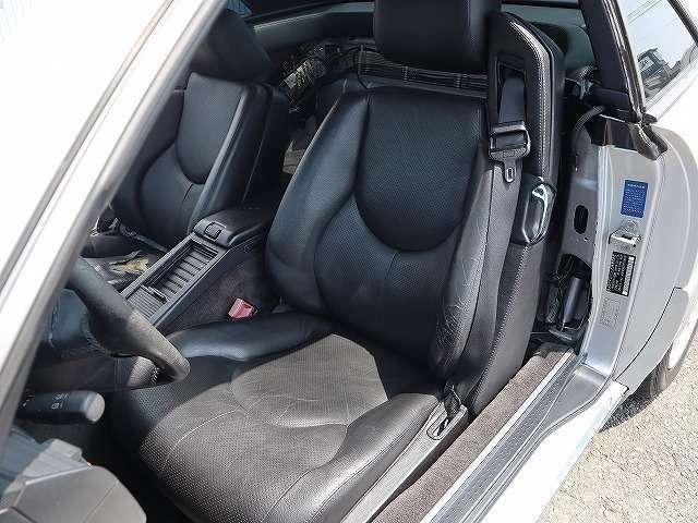シートベルト一体式のコストのかかった素晴らしいシート!メモリーシートも装備しています。