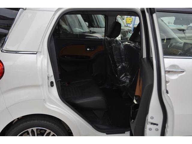 リアシートも足元ゆったりです!普通車より広いかも♪お問い合わせは079-280-1118、カーズカフェ カーベル姫路東までお気軽にお電話ください^^