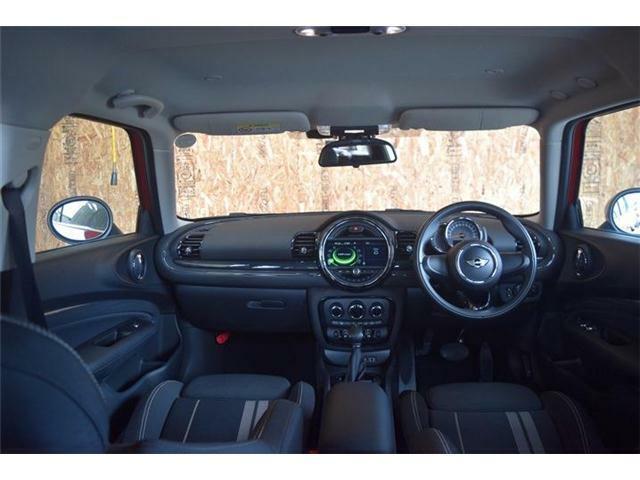 内装に目立つキズや気になる匂いはなくとても清潔感のあるお車です