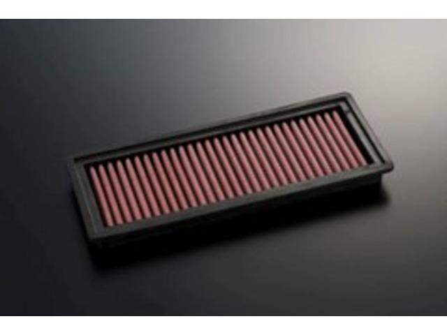 Bプラン画像:純正のエアクリーナーBOXに対応する交換用エアフィルター。「ダイレクト・エア・インテーク」と同素材の乾式コットンメッシュ構造は、メンテナンス性にも優れ、手軽に吸入系チューニングを楽しめます。