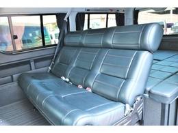 セカンドシートは3人掛けシートに換装!!