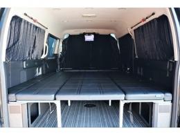ベッドキット&カーテン搭載で車中泊に最適ですよ!!