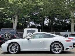 メーカー:ポルシェ 車種:911カレラ グレード:スポーツクロノパッケージ 走行距離:25000km 色:ホワイト 装備品:フル装備
