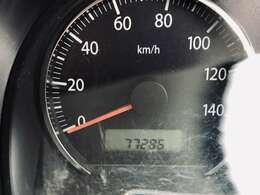 走行距離77000km。走行距離も1桁台ですので、まだまだ長くお乗り頂けるお車となっております。