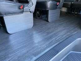 FLEXオリジアンルフットパネル装着!!掃除も楽々フローリング施工!!