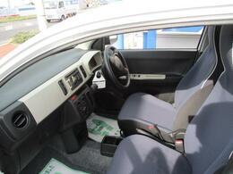 大きな汚れ・ニオイの無いきれいな車内です。(^O^)