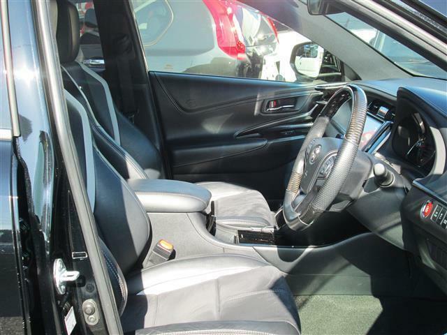 ◎運転席もゆったりスペースが有りますね!!