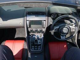 こちらの車輌は初度登録から約一年間、事業用途・レンタカー登録をおこない、定期的な点検整備をジャガー・ランドローバー正規ディーラーにて実施した安心してお乗りいただけるお車です。
