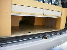 リアマット下には収納スペースも御座いますので、たくさん荷物を積む事も出来ます☆