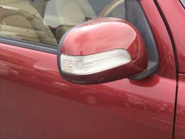 ドアミラーウィンカーで見た目も◎事故防止にもつながりますよ。