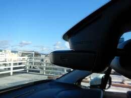 走行中に撮影された写真や動画をアプリを介してSNS等にシェア可能な「コネクテッドカム」搭載!ドライブレコーダー的な使い方も可能です!