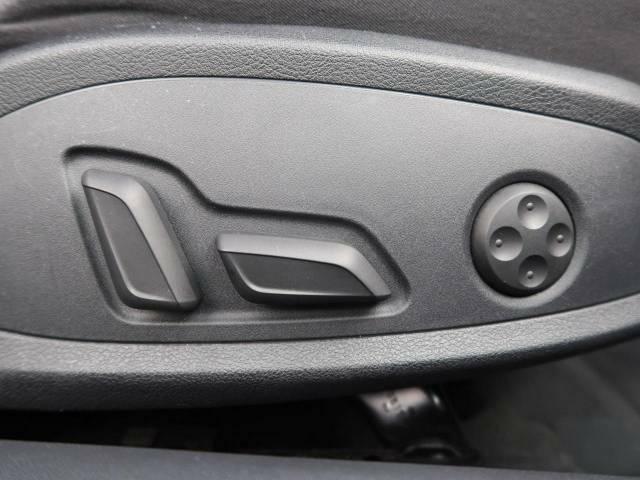 """●パワーシート:シート位置の""""前後と背もたれの""""角度の微調整が可能となります。手動の時よりも、より細やかな設定ができるのがポイントです。"""