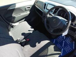 運転席です。シンプルかつわかりやすい配置になっております。