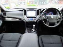 高級感溢れるブラック内装!!エアコンや車輛状態等はタッチパネルで簡単操作可能です!