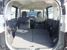 リヤシートは左右それぞれにスライドとリクライニングを設定!シートを下げてゆったり座るのも、前にスライドさせてラゲッジスペースを広くするのも自由です^0^