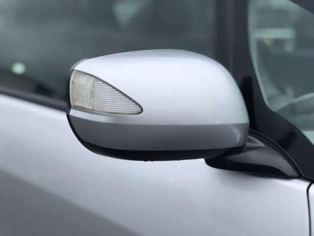 【ウインカーミラー】対向車からも認識されやすく、デザイン性も◎