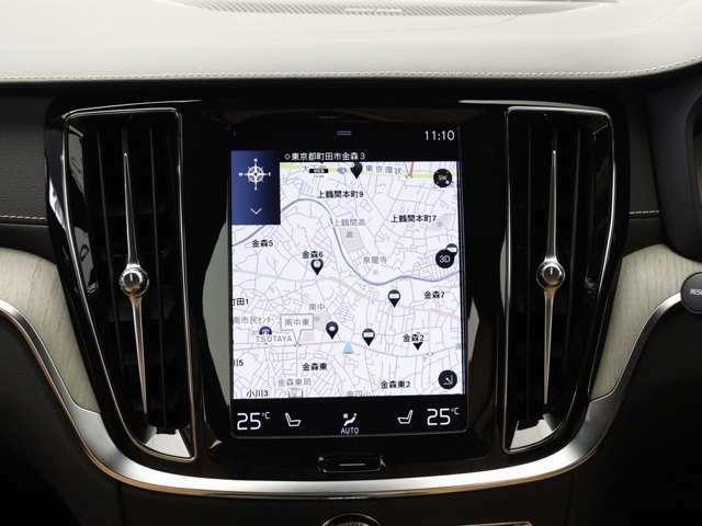 くっきりとした鮮明なグラフィックで読み取りやすく、また、縦型レイアウトのセンターディスプレイは進行方向を広範囲に表示することができ、スクロール操作をすることなく、大型画面に表示します。