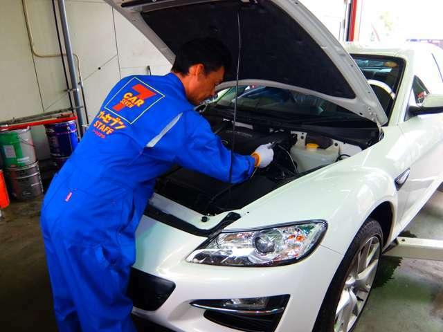 Bプラン画像:自社の認証工場で納車前の点検整備・車検を行います。入念にスタッフが点検しますのでご安心いただけますよ!