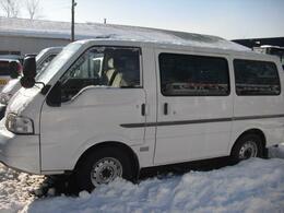 後部サイドウインドウはスモーク仕様で積載物、乗車人のプライバシーを保護します