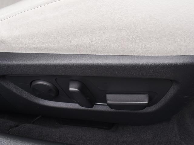 簡単操作で微調整が可能な10WAY電動シート装備!メモリー機能もありドライバーの交代もスムーズです!