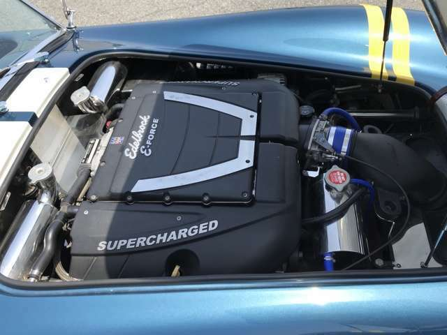 『SUPERCHARGED』が眩しいV8エンジン