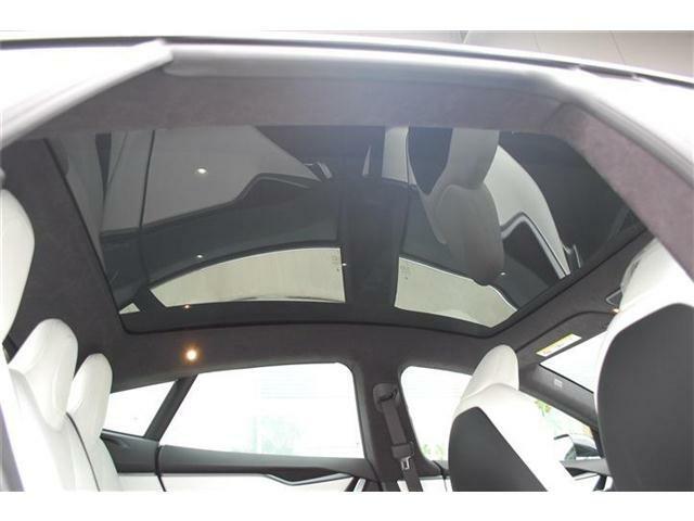 モデルSまたまた入荷しました・MOPブラック(188,000円)&白革(188,000円)装着車です・詳細はHP(http://auto-panther.com/)をご覧下さい!