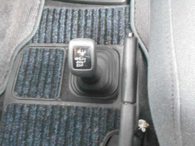 ハイ、ロー切り替え式4WDで悪路も安心です。