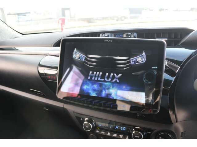 Aプラン画像:アルパイン製11インチSDナビを搭載しています☆地デジTV、CD・DVD再生・音楽録音・Bluetooth機能付き☆高画質・高音質で快適なドライブがお楽しみ頂けます☆走行中もテレビ映ります☆