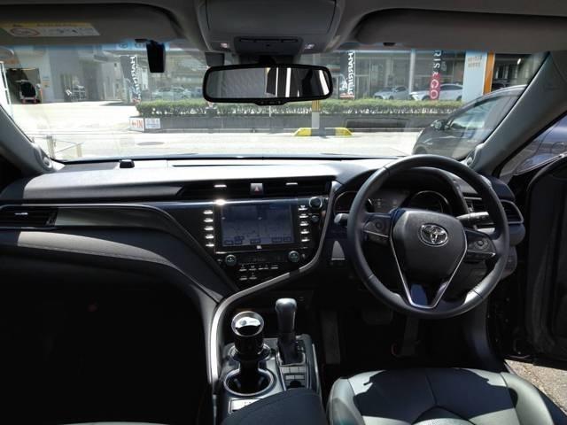 コックピット感覚でドライビングへの集中を妨げない先進のインターフェース、直感的に使いやすい操作性とディスプレイの相互リンクで運転への集中を高め安全性を確保