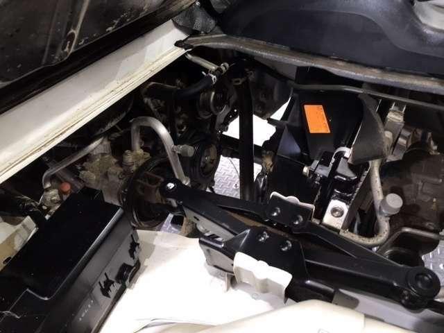 技術が詰まったエンジンルームもご覧の通りピカピカにクリーニング済みです。