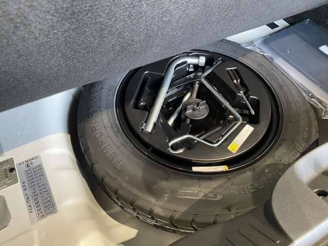床下収納スペースにはフルサイズスペアタイヤを完備!