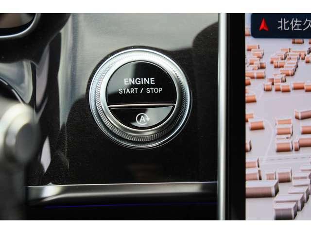 キーレスゴー、アイドリングストップ:キーを身につけているだけでドアの解錠/施錠ができ、ボタンを押すだけでエンジン始動できます。