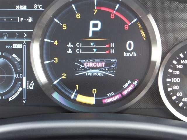 スポーツカーの走りを誰もが楽しめるように、あらゆる走行状況で後輪左右の駆動力を最適に電子制御するTVDを装備しております。