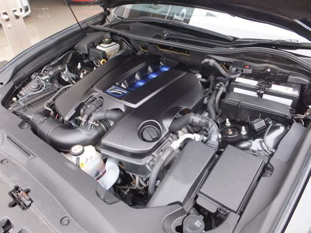 サーキット走行も、一般走行もフレキシブルに対応するV8ハイパフォーマンスエンジン搭載(477PS)