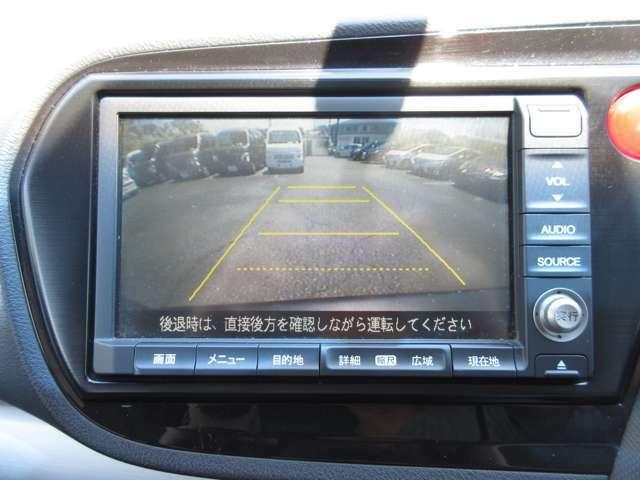 バックカメラ搭載なので後方時に車体後ろが確認出来る為、運転の苦手な方やたまに乗る奥様でも安心して車庫入れが出来ます☆