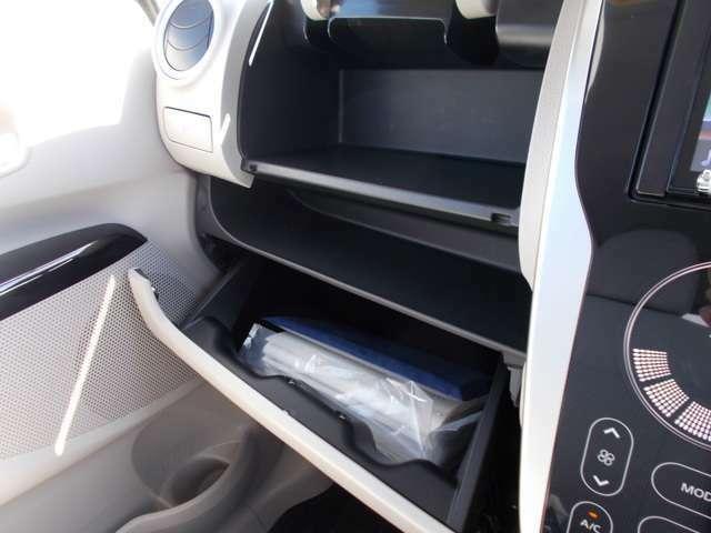 車検証などの収納に役だちます。