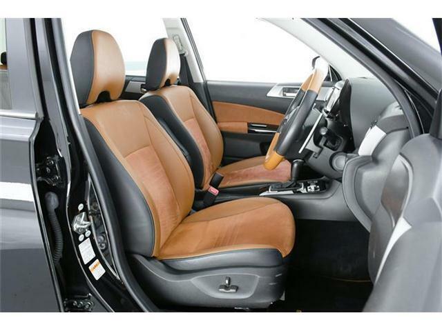 運転席・助手席にはベストなポジションが確保できるパワーシートが装備されてます!!表皮はタンファブリック/合皮コンビとお洒落なカラー♪