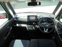 前席は運転席と助手席を行き来できるので、混雑時は助手席から乗り降りができます。