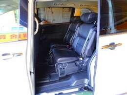 黒革調シートカバー付きプライムスムースコンビ7人乗りプレミアムクレードルシートです。LEDウェルカムライト付パワースライドドア