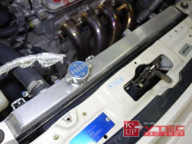 ラジエターは全面アルミ製ラジエーターに交換済み。交換わずかです。エアコンコンデーサも移設キットで水温対策済み! ブレーキキャリパー新品交換済み。足回りフブッシュも交換済みのフルリフレッシュ済み!