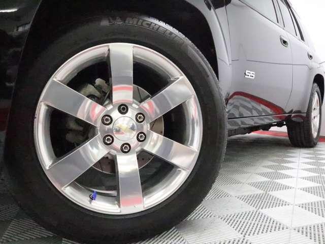 ミシュランラチュードスポーツタイヤは、速度レンジがYRの為、300Km/h超に耐えられる構造の高級タイヤで、静粛性、ウエット性能、ドライグリップを高次元でバランスしており、TBSSにピッタリフィットします。
