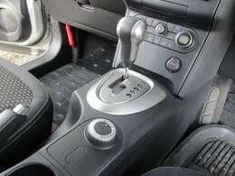 フロントガラスも大きく座席も高いのでよく見えます、運転が楽しくなります。