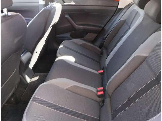 リアシート 後部座席には全席3点固定式のシートベルトを完備。さらにはカーテンエアバッグを標準装備し、大切な家族の安全を守ります。