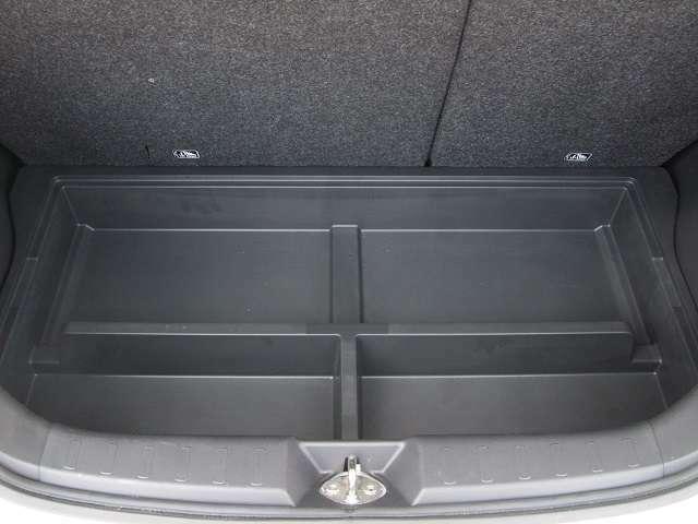 カーゴフロアボックスでトランク内もスッキリです。