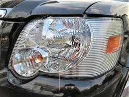 後期型からはヘッドライトの形状も変更♪ヘッドライトのレンズはくもりもなくキレイな状態です♪ヘッドライトがキレイだと車のイメージもグッと良くなりますね♪